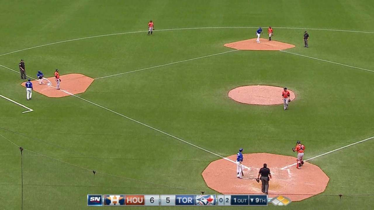 Blue Jays execute double steal