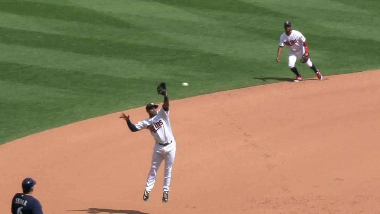 Nunez's leaping grab