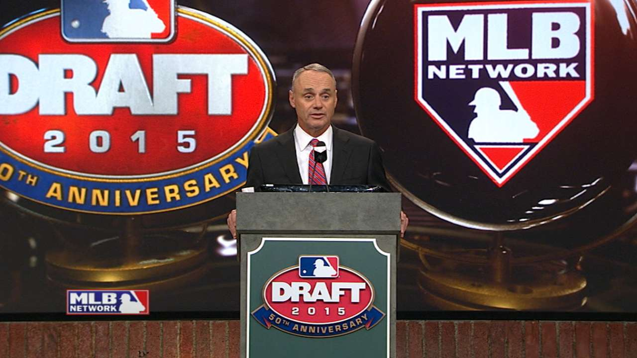 Manfred oversees first Draft as Commish