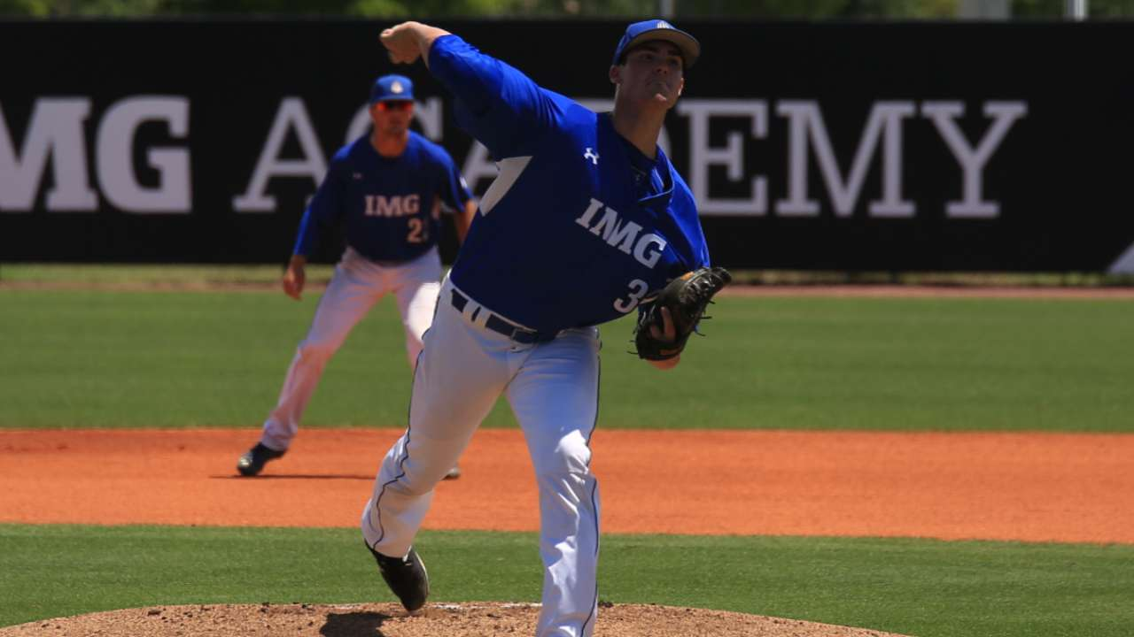 Padres draft big righty Megill in 7th round