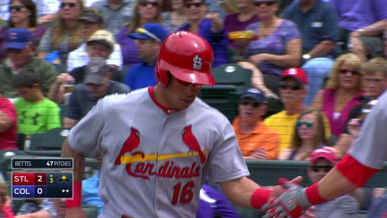 Wong scores on wild pitch