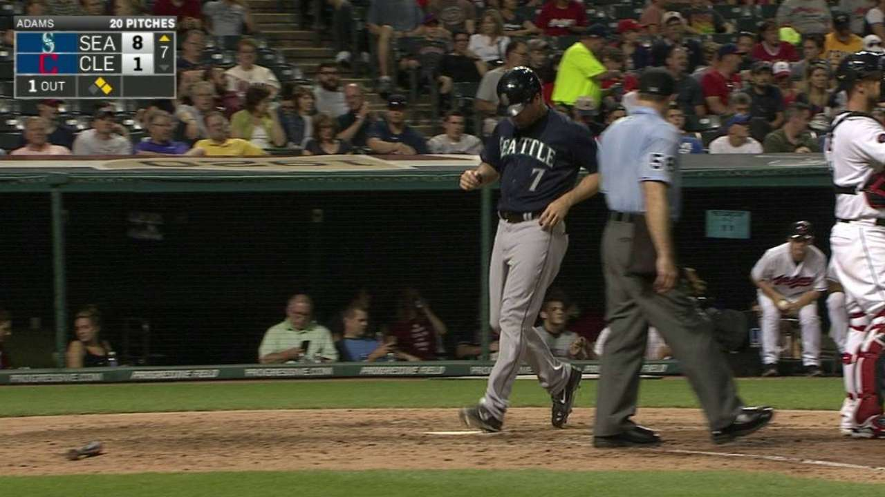 Trumbo gets breather due to back spasms