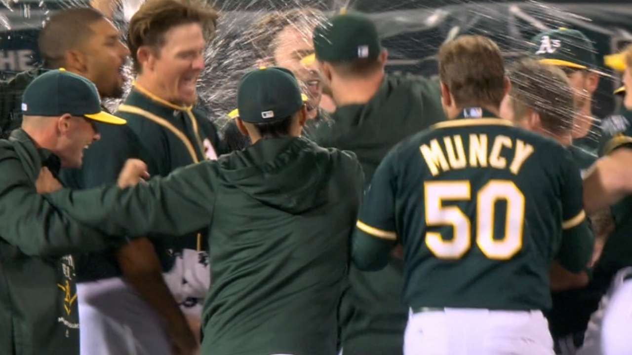 Reddick's walk-off grounder