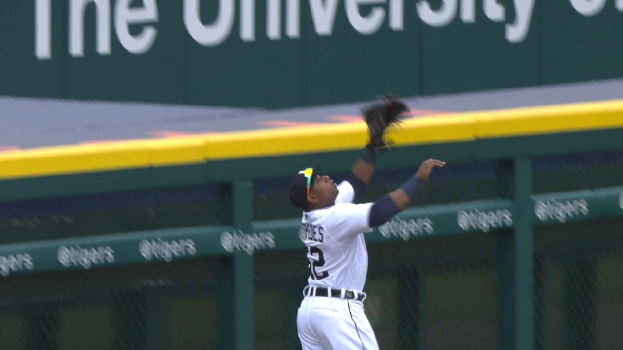 Yoenis turns in defensive gem with HR robbery