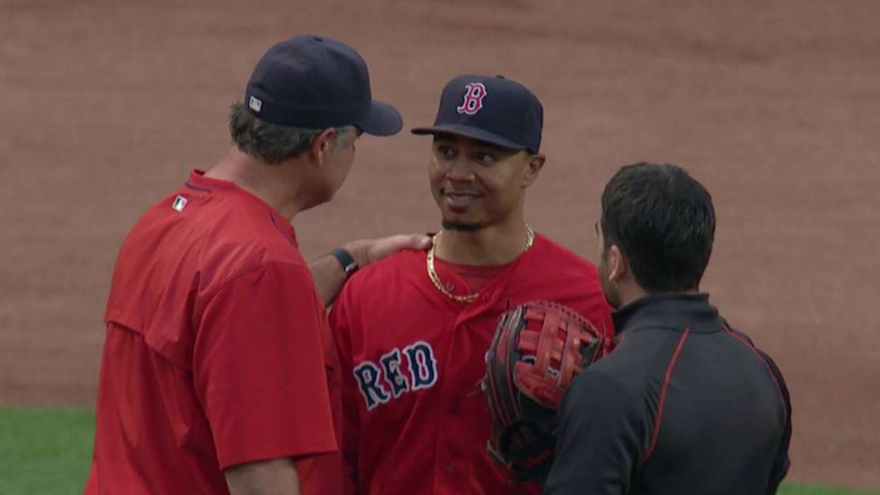 Mookie runs into wall, sprains lower back