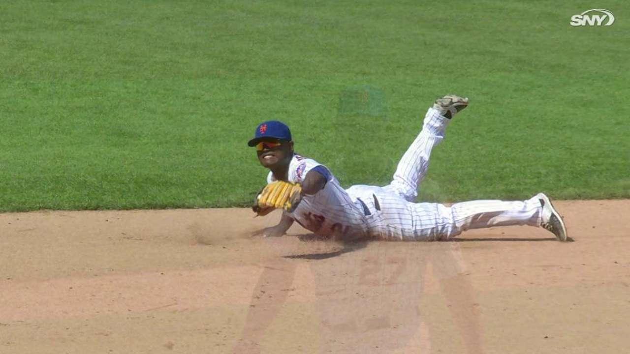 Herrera sparks Mets on field, in dugout