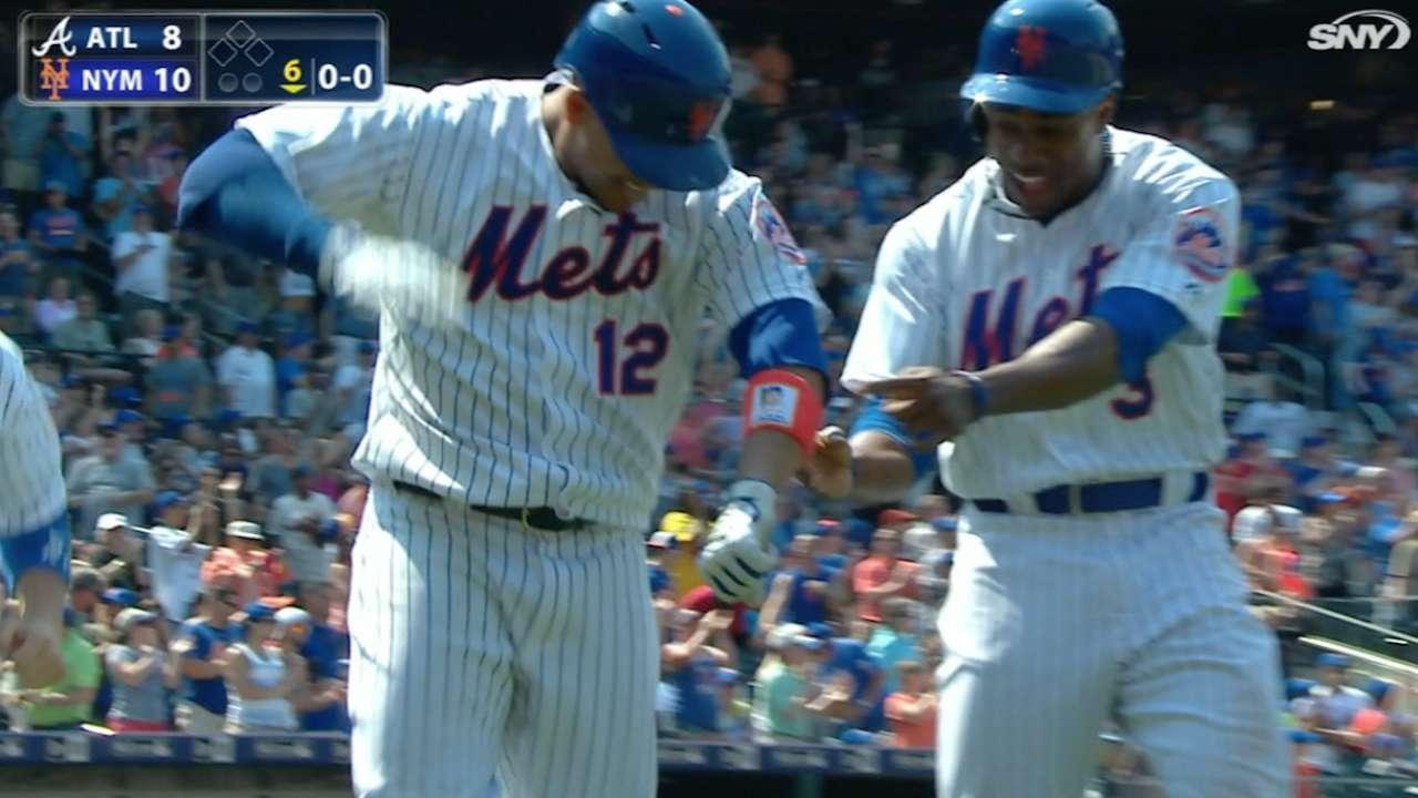 Con 4 jonrones Mets remontan y vencen a Bravos