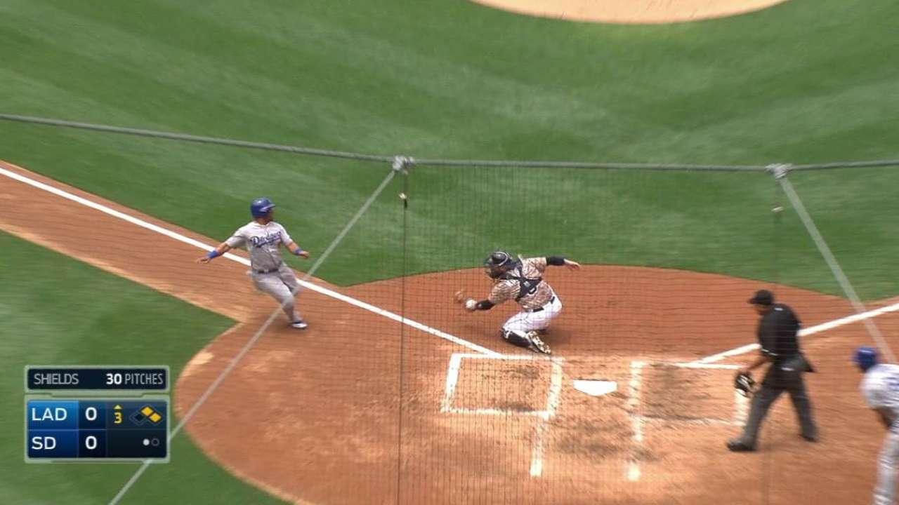 Kemp's great throw nabs Callaspo