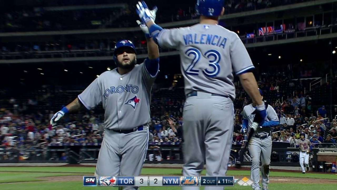 Navarro's 11th-inning sac fly