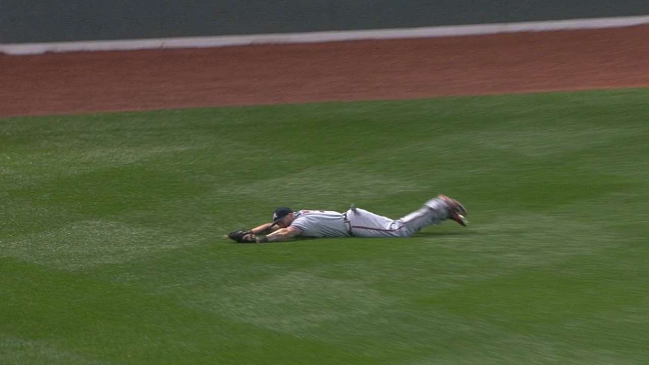 Must C: Gomes' diving catch