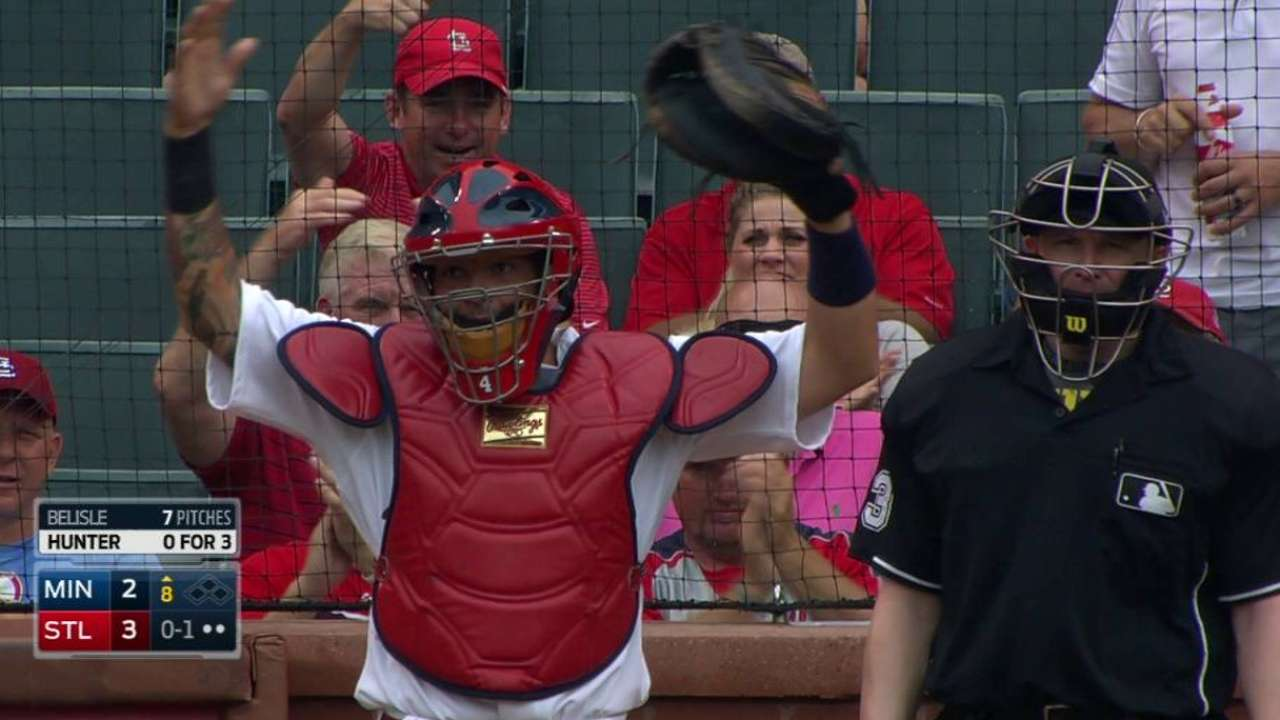 Twins unable to follow through on late threats