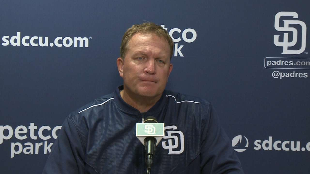 Murphy brings own approach to Padres in debut