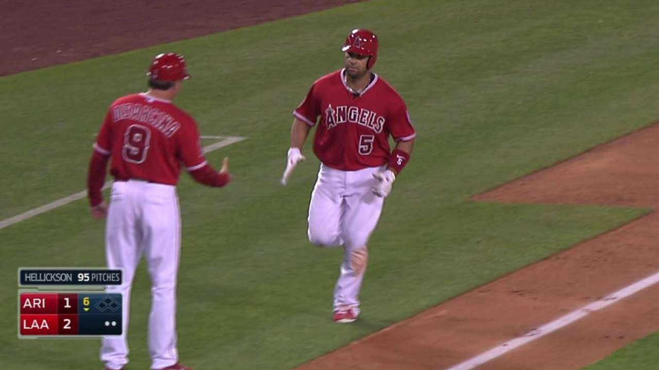 Pujols se vuela la barda y Angels superan a D-backs