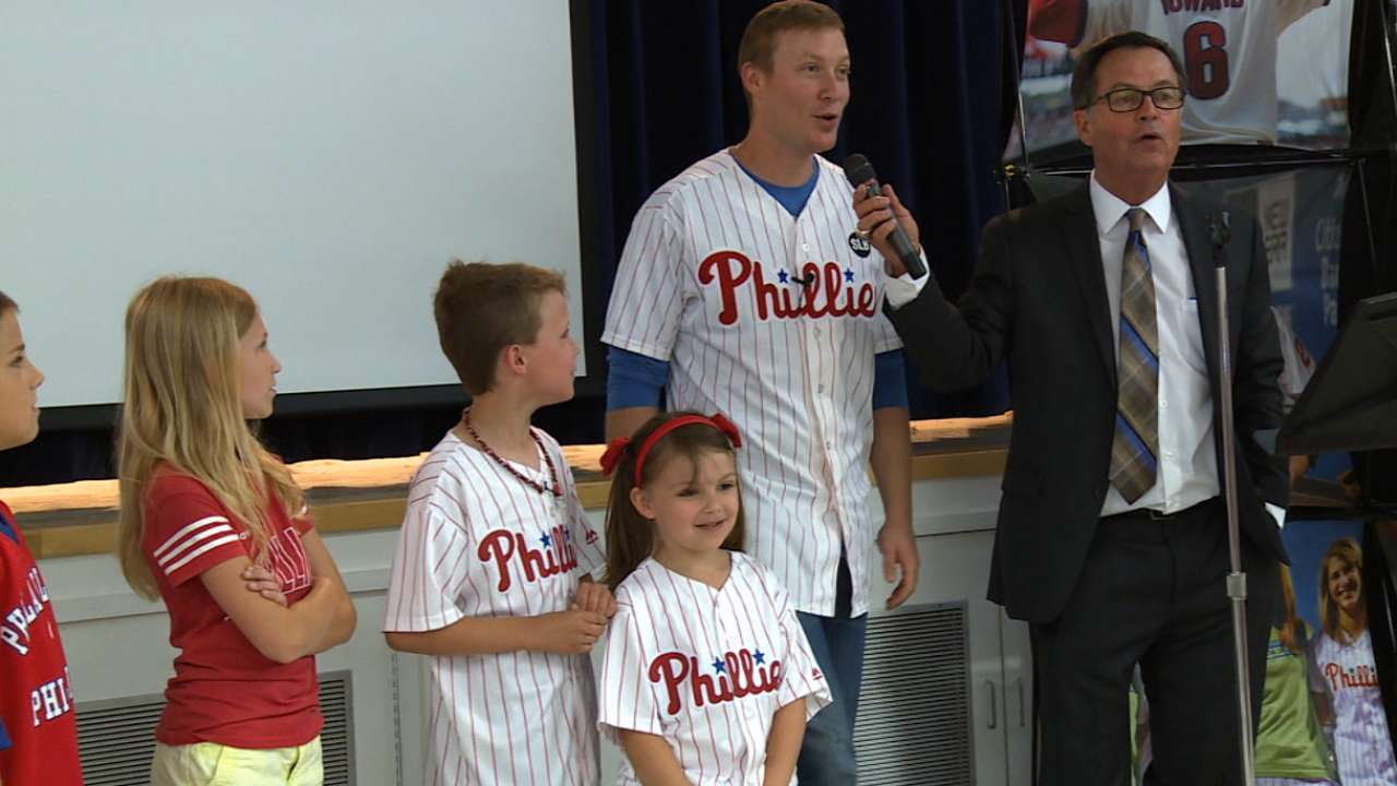 Asche visits school that's shown plenty of grit
