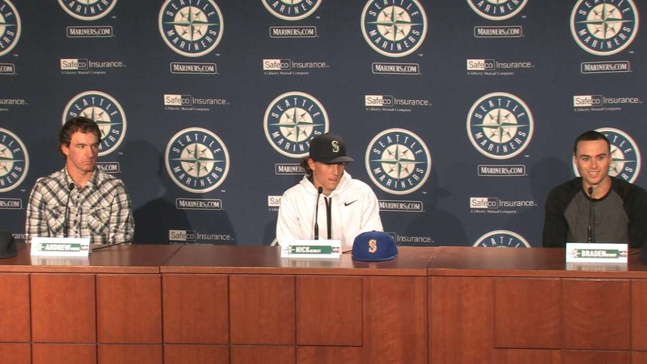 Top Draft picks awed by visit to Safeco Field