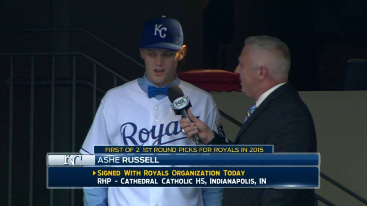 Russell signs, officially joins Royals