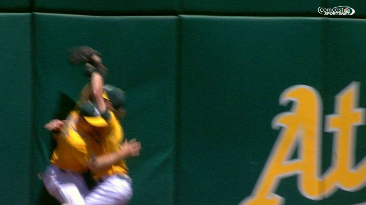 Reddick OK after colliding with Burns in OF