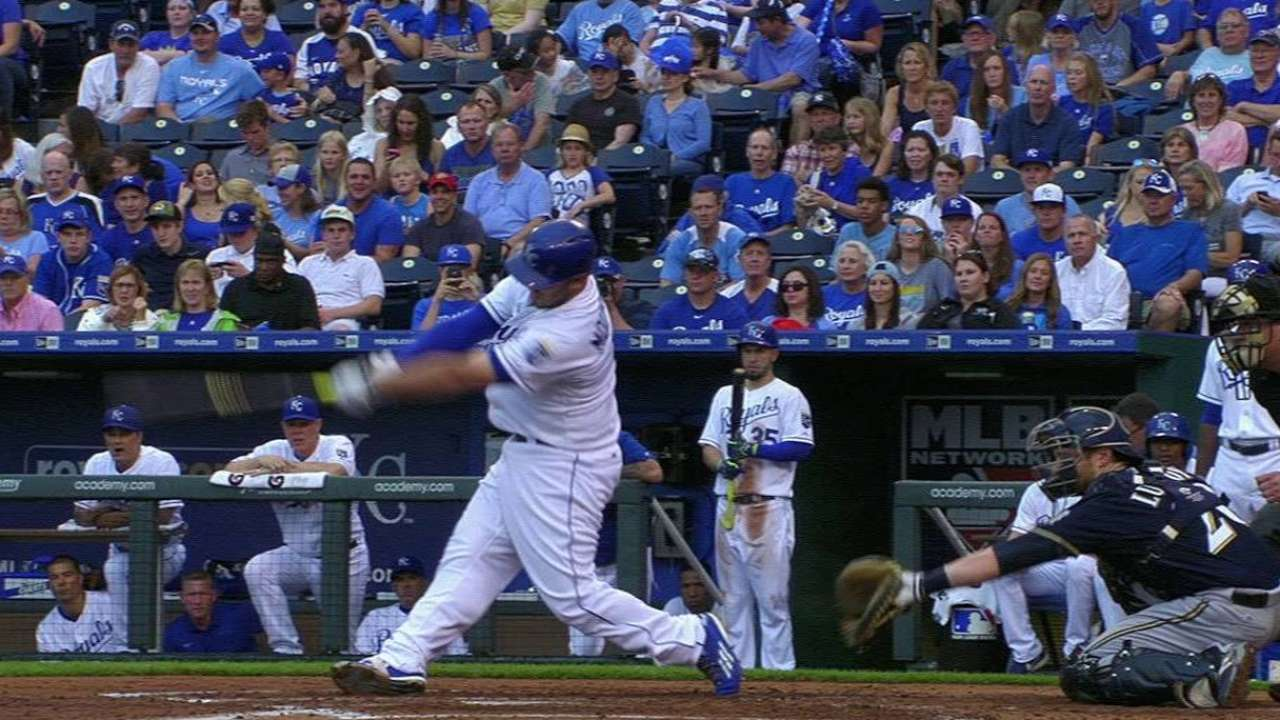 Royals stay hot with 4th straight over Brewers