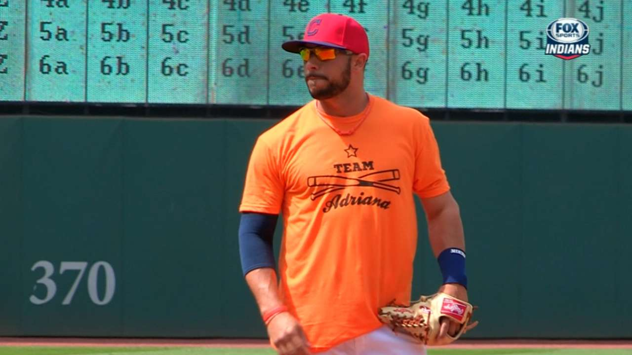 Indians gather for photo in support of Aviles' daughter
