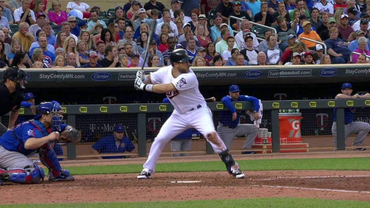 Hughes, Twins mantuvieron a raya bates de Cubs