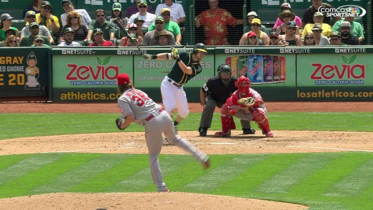 Hahn, A's pull away from Angels to even set