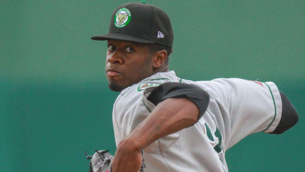 Braves acquire Arroyo, prospect Toussaint