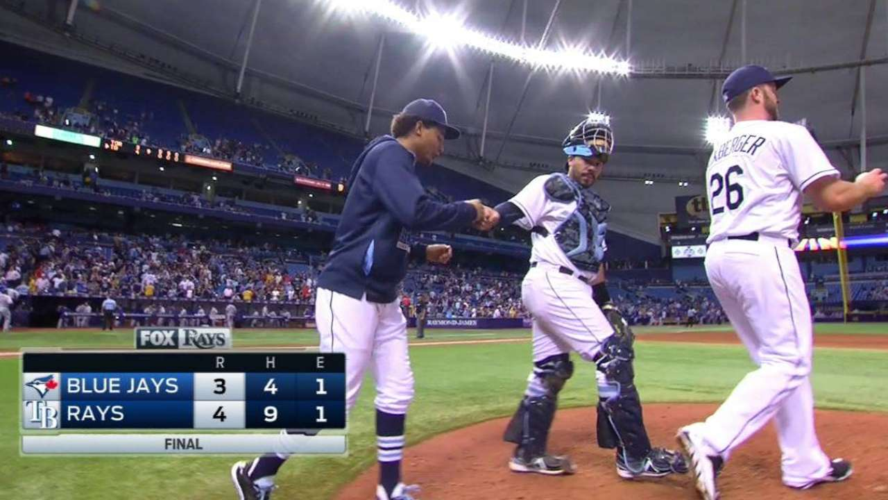 Archer tames Blue Jays, outduels Dickey