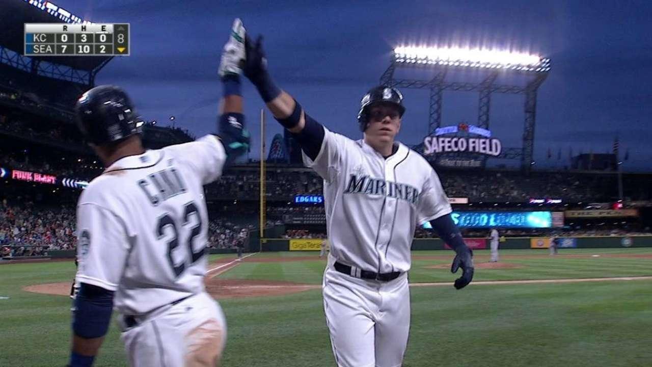 LoMo's solo home run
