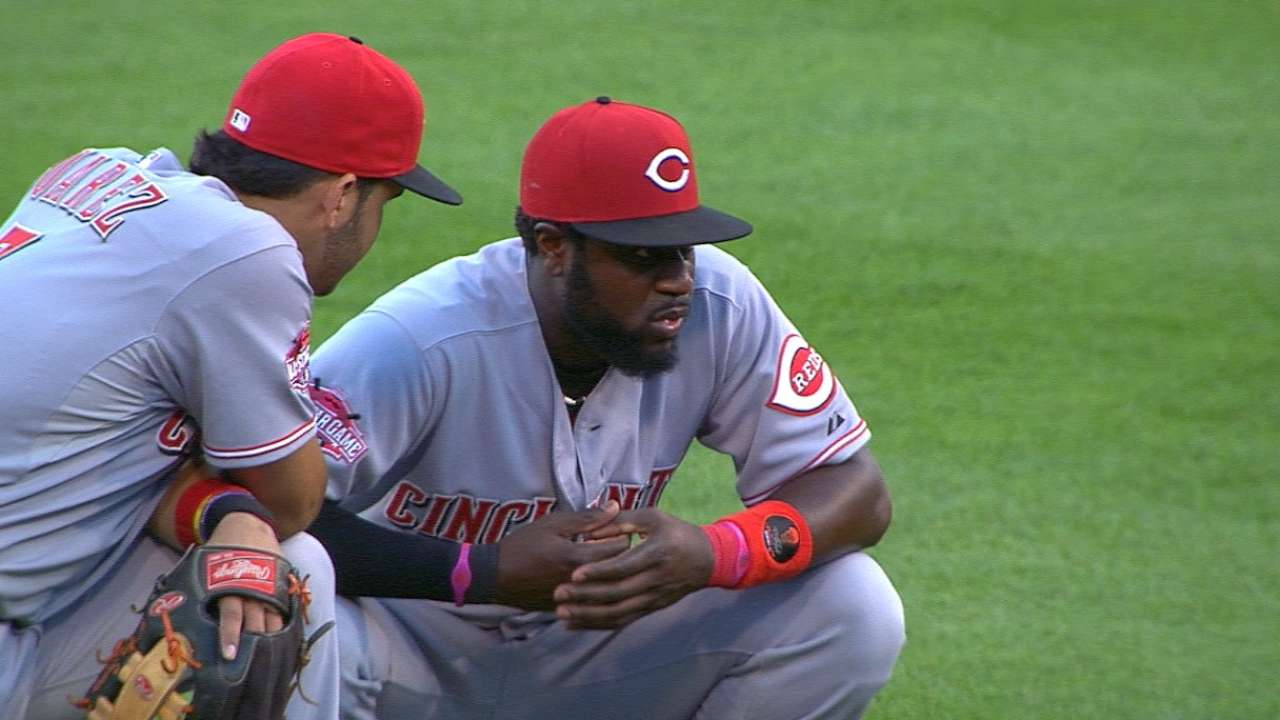 Reds' Phillips sits out with left thumb injury