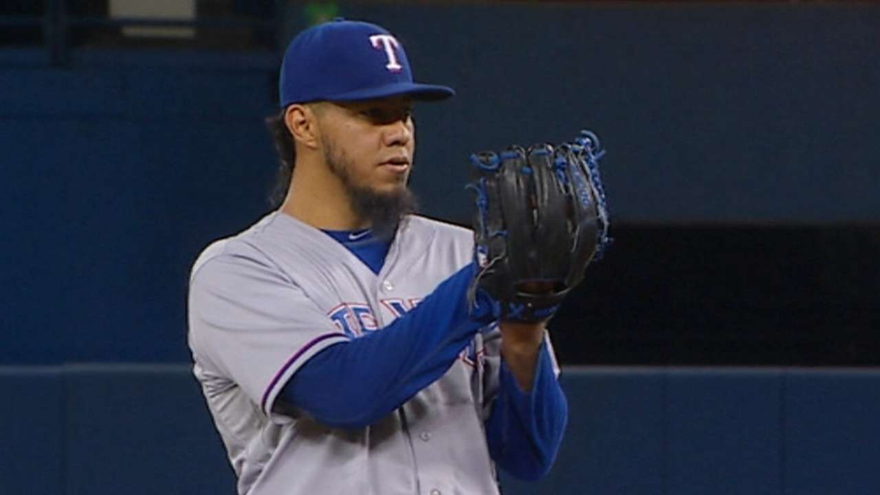 Gallardo handcuffs Blue Jays in Rangers' win