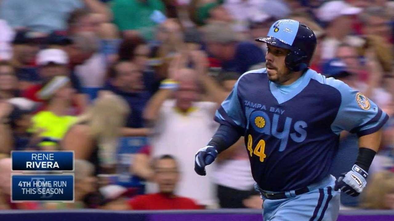 Rays vencen a Boston con jonrones de Elmore, Rivera y Longoria