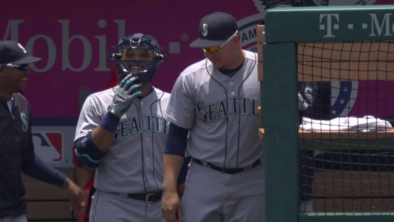 Cano puts on catcher's mask