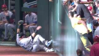 2011 ASG: Bautista slides to make a great grab