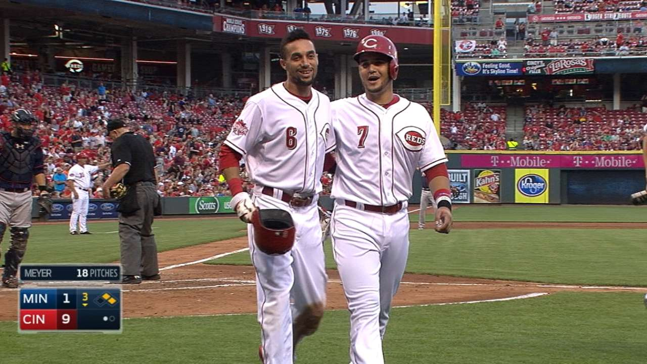 Reds grab big lead, then fend off Twins