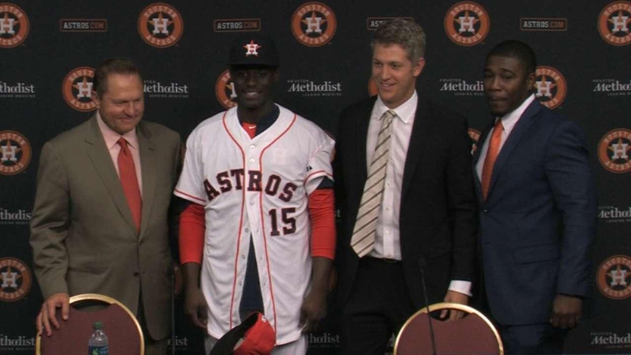 Astros officially sign comp pick Cameron