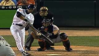 NAS@AAS: Ichiro rips a single to score a pair
