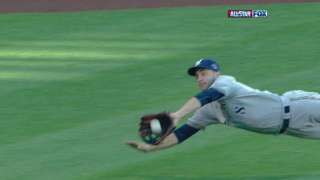 2010 ASG: Braun makes an amazing diving catch in left