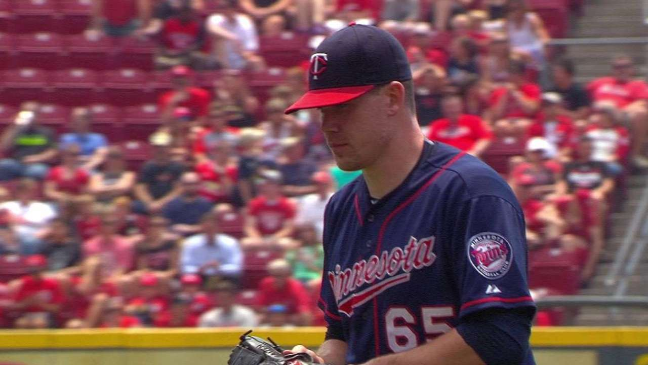 May battles, but error costly as Twins fall