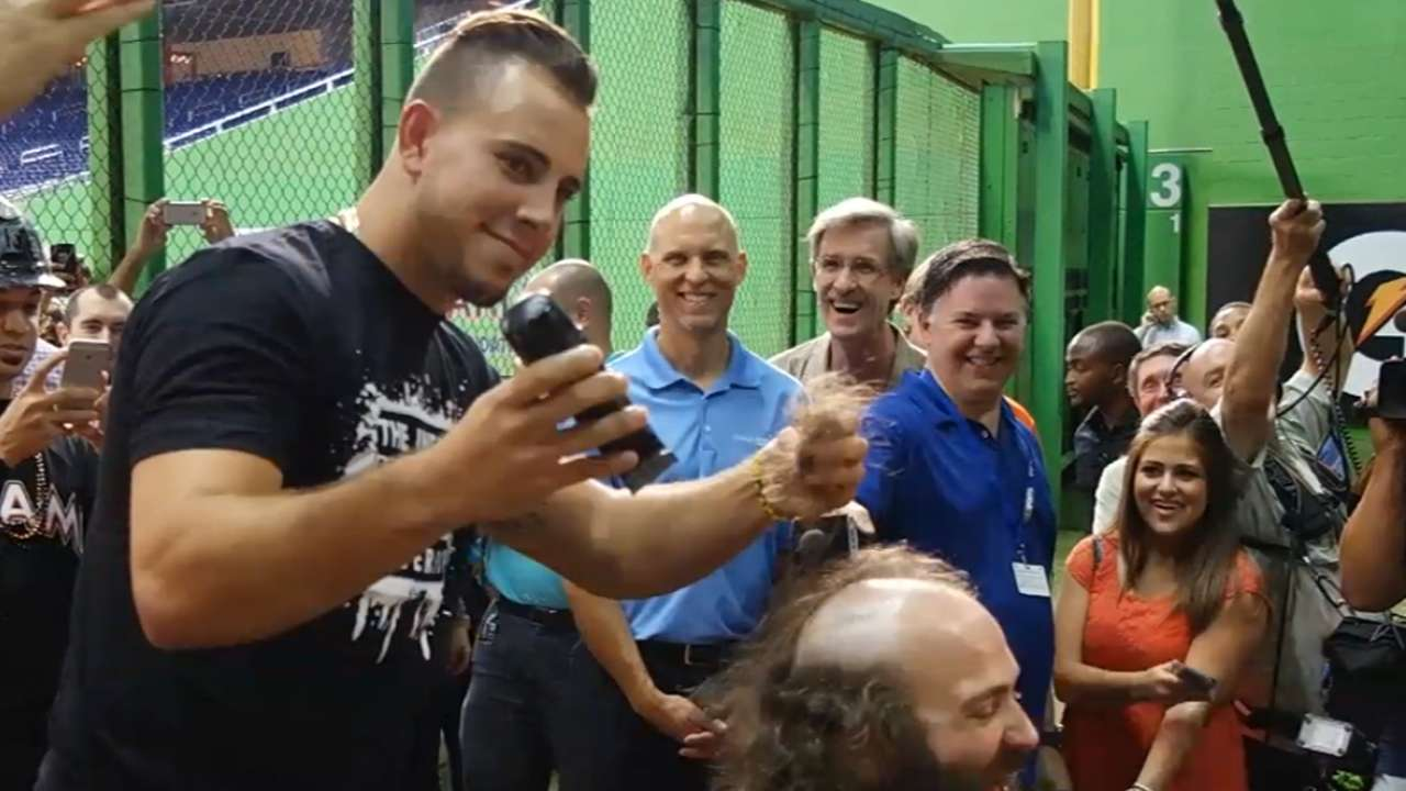 Fernandez helps give 'The Jose Guy' haircut