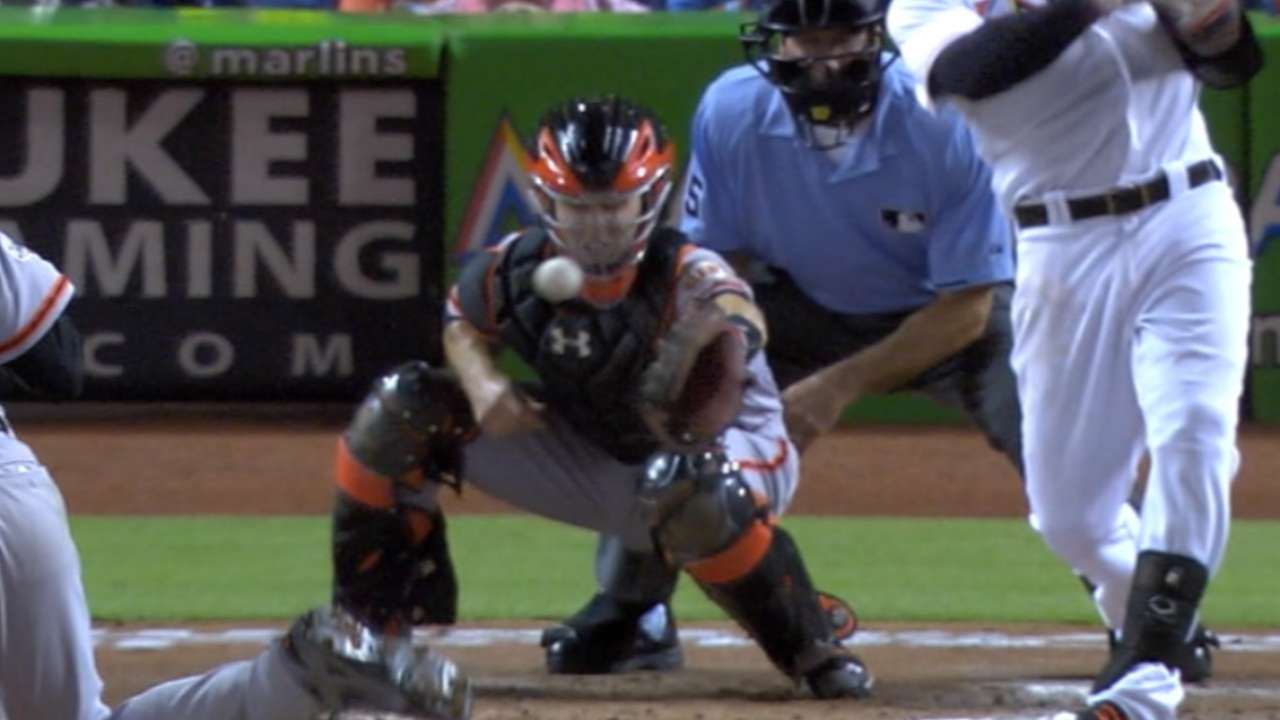 Posey takes foul off mask, passes concussion test