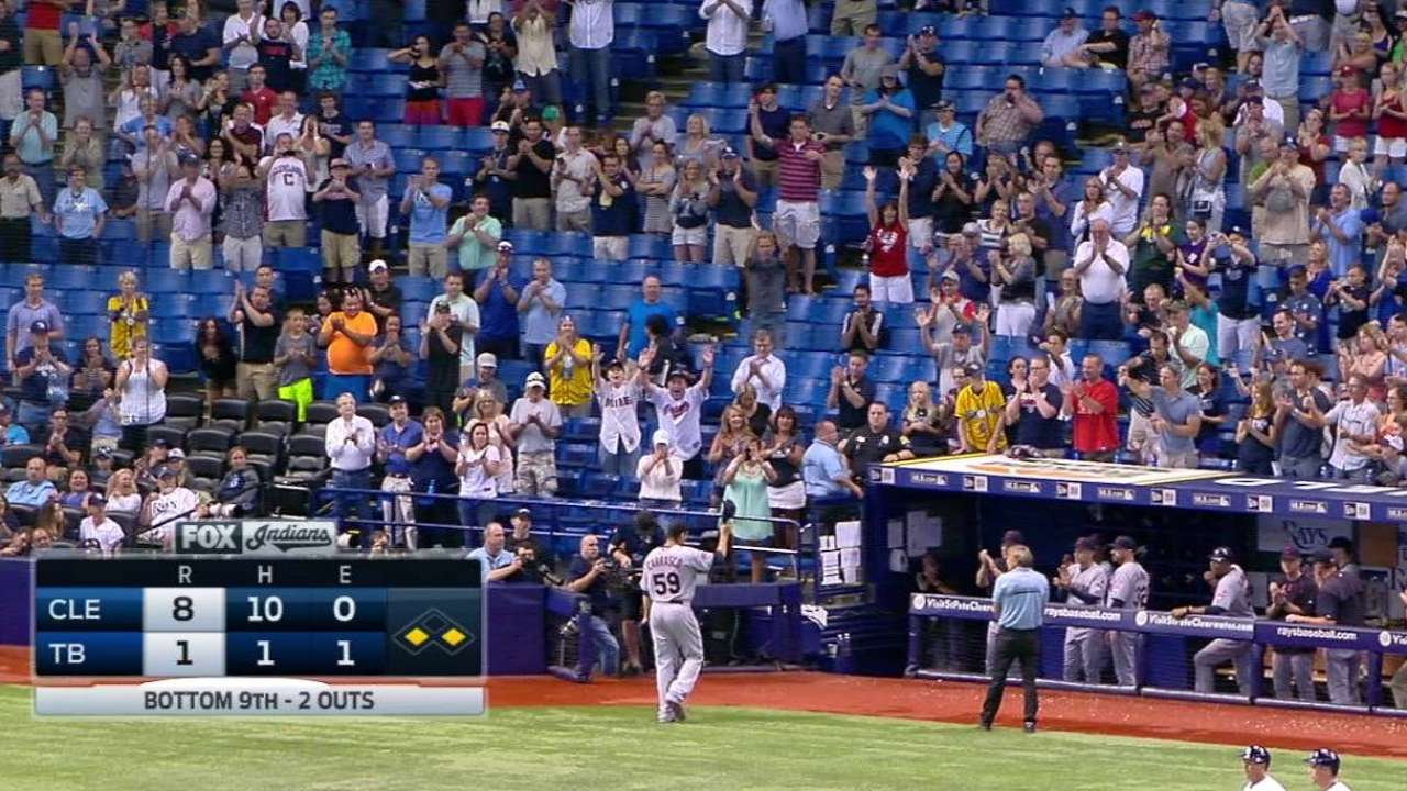 Carlos Carrasco queda a un out del no-hitter en victoria de Indios