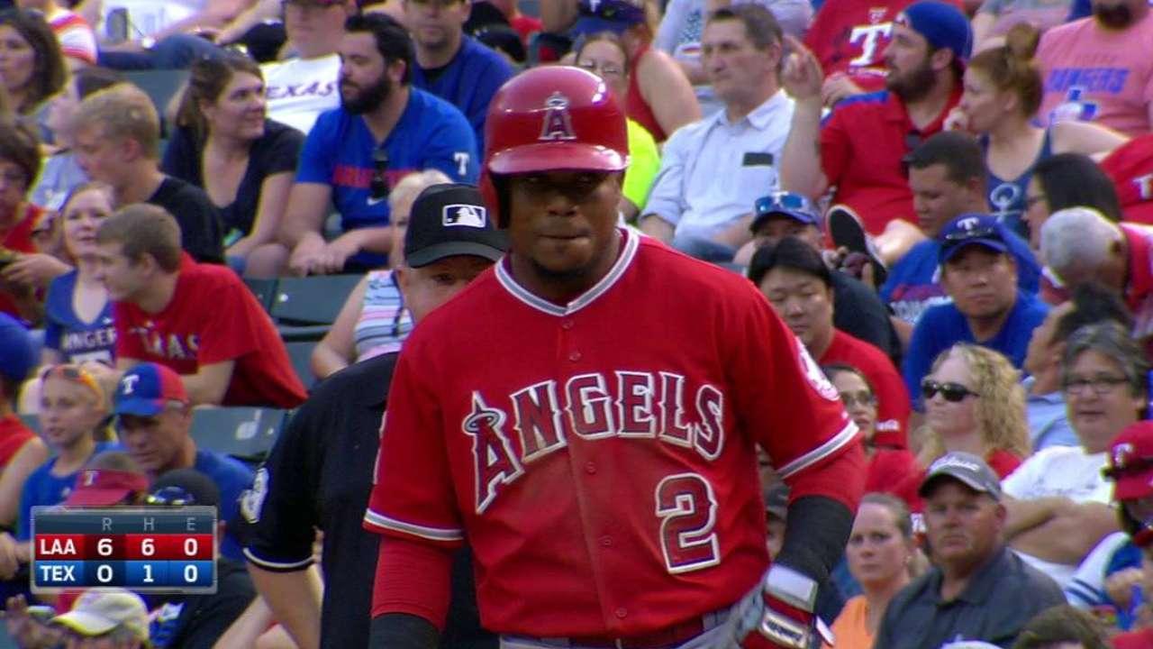 Angelinos apalean a Rangers con 5 hits de Aybar
