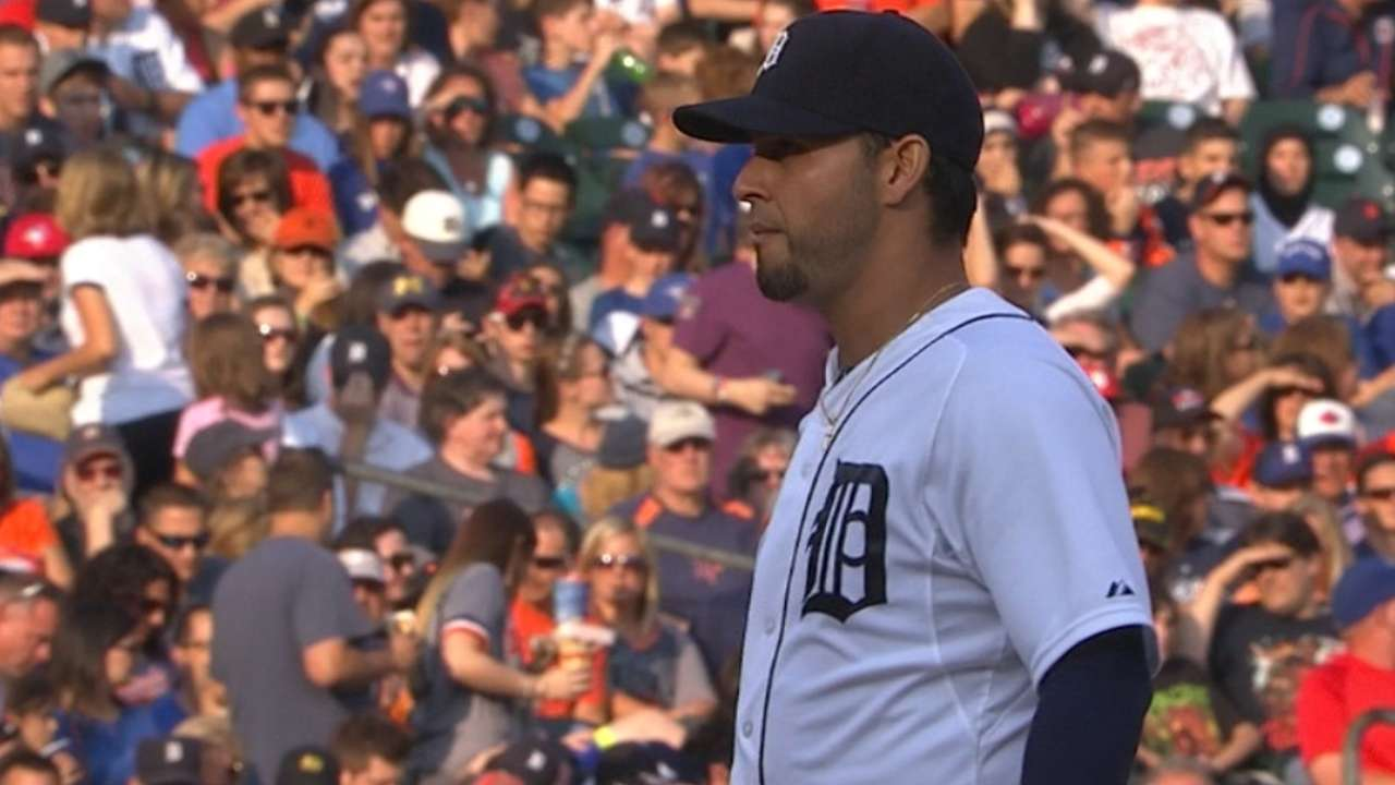 Sanchez flirts with no-no, Tigers hold on vs. Jays