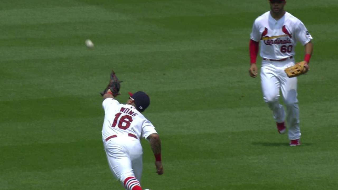 Wong makes incredible diving catch