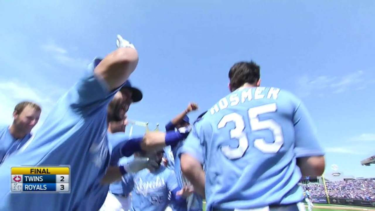 Hosmer's double gives Royals 2nd walk-off win