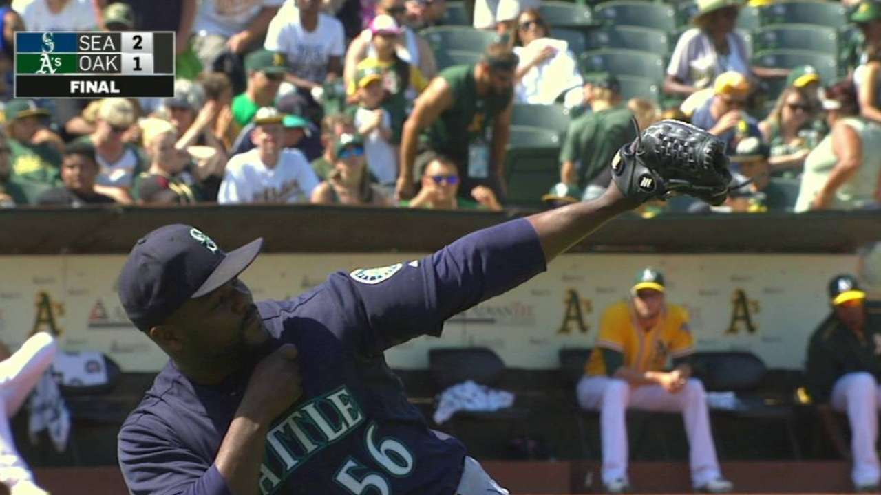Mariners deal Rodney to Cubs