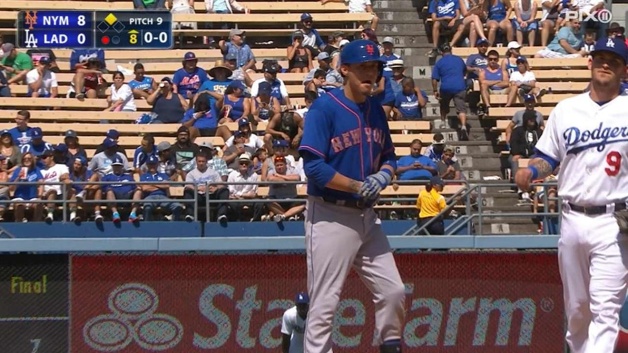 Flores y Matz guiaron victoria de Mets en L.A.