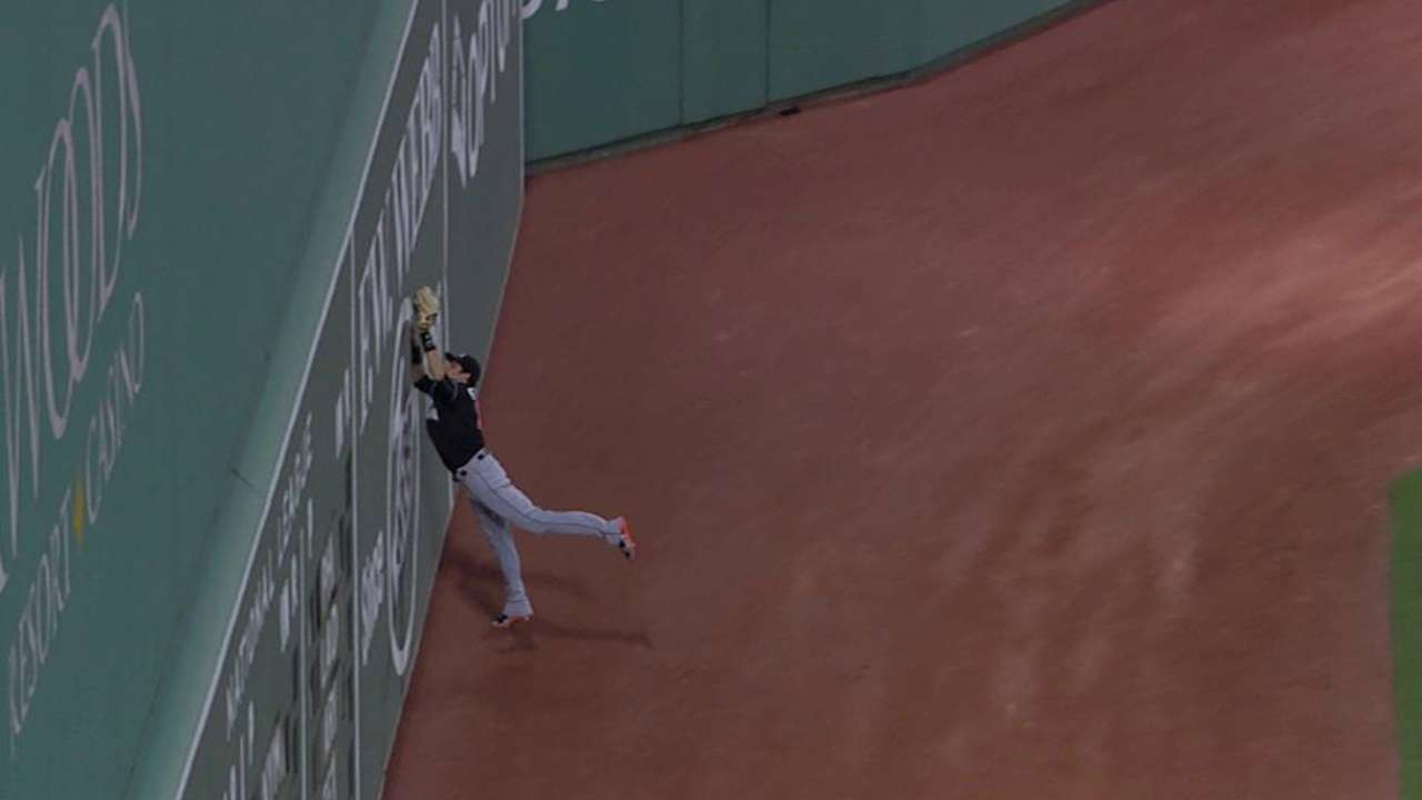 Yelich's leaping catch
