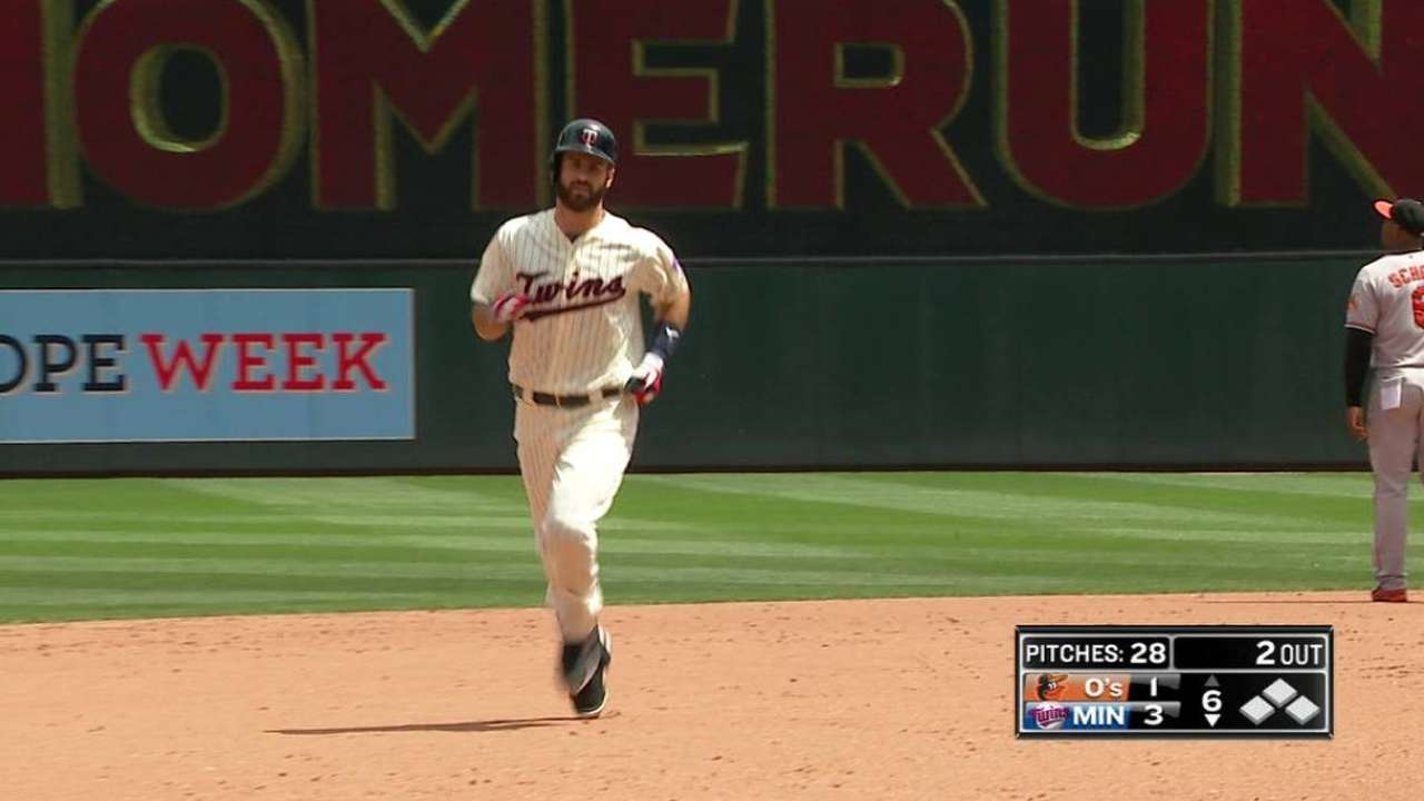 Mauer goes back-to-back