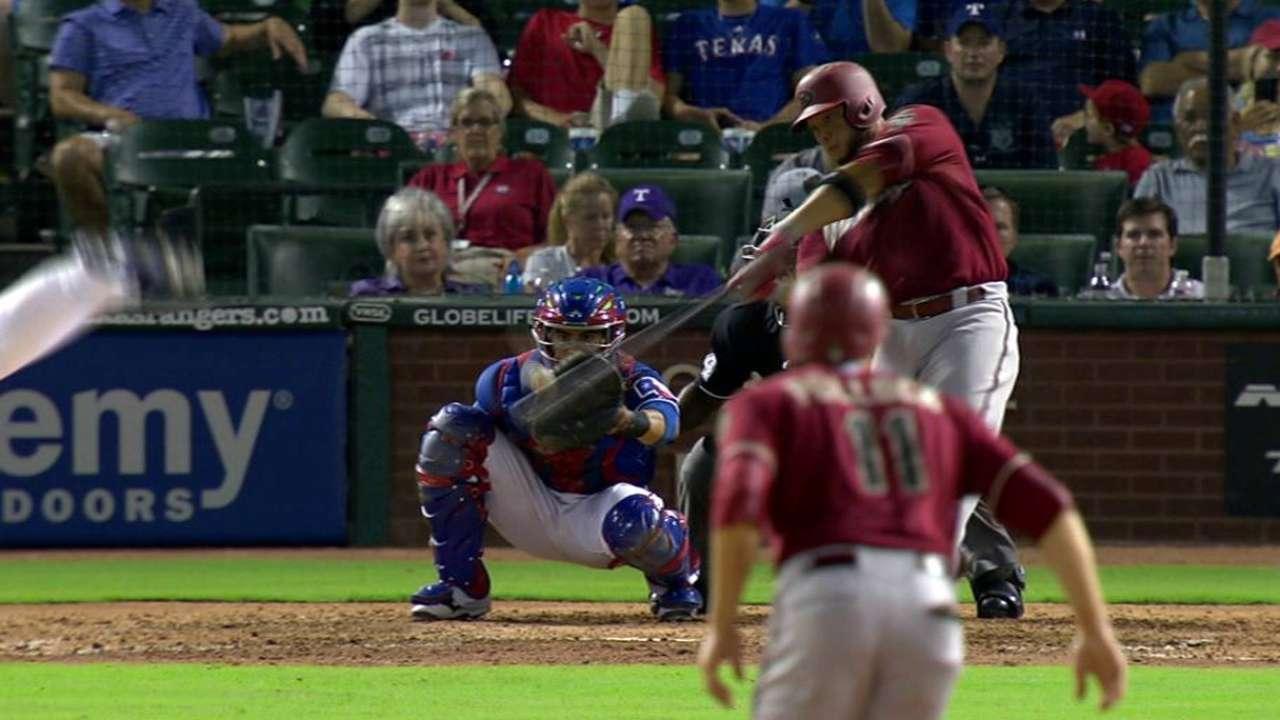 HR de Castillo ayudó a D-backs a barrer a Rangers